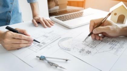 Architekten am Reißbrett