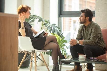 Psychotherapeutin im Gespräch mit Klienten