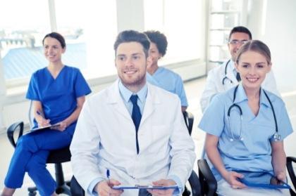 Personal einer Klinik in einer Schulung