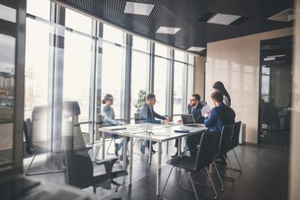 Wirtschaftsjuristen und Manager im Meeting