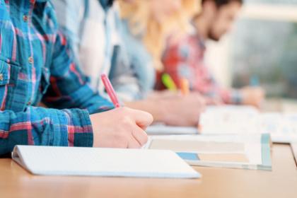 Abiturienten in Bayern schreiben eine Prüfung