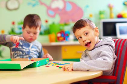 Behinderte Kinder in einer heilpädagogischen Tageseinrichtung